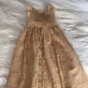 Little Girls Lace dress size 6